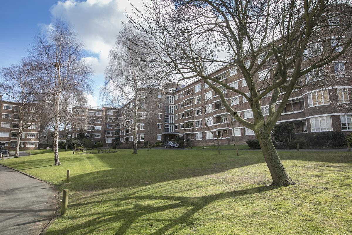 Flat/Apartment Sale Agreed in Champion Hill, SE5 294 view1