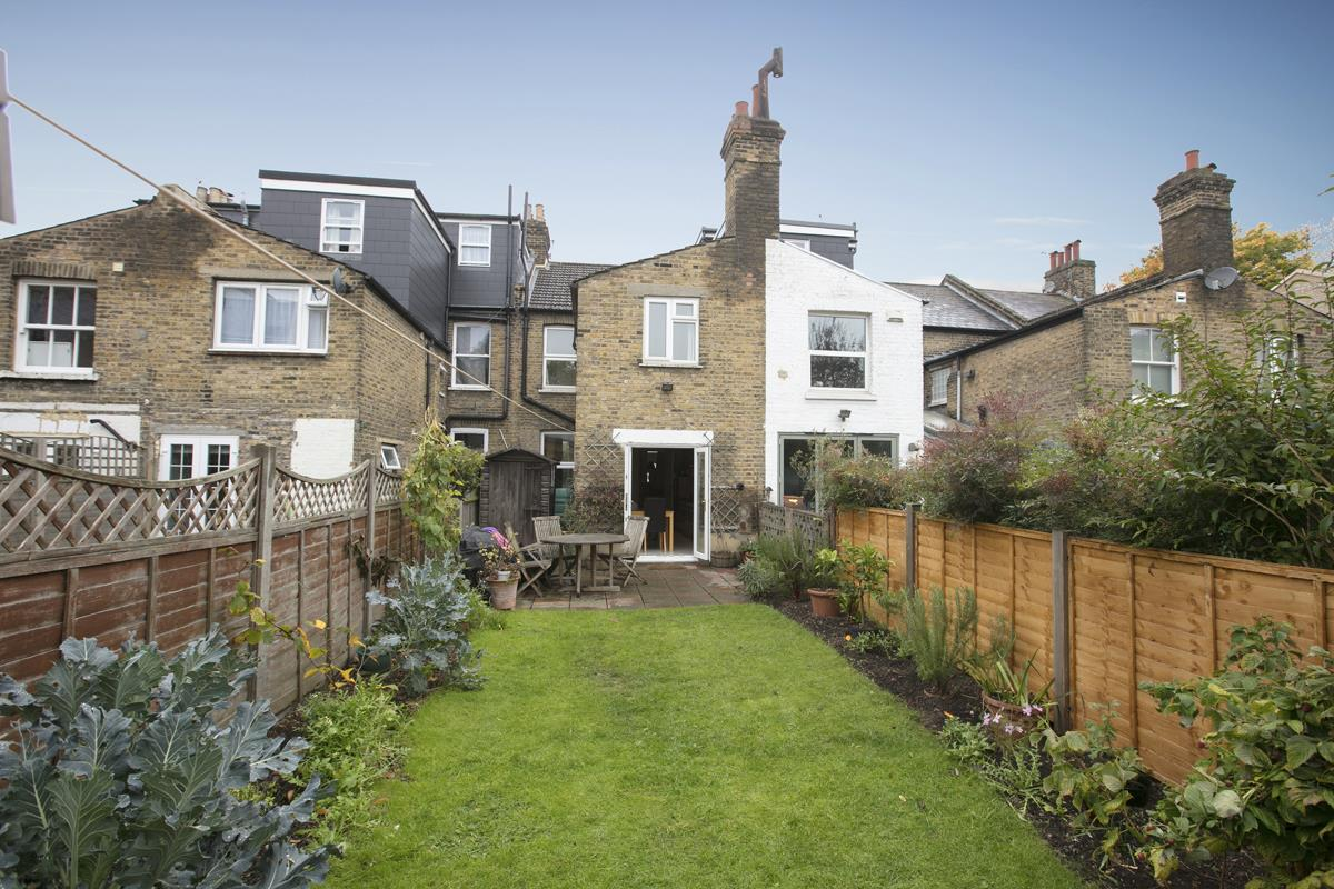 House - Terraced For Sale in Coleman Road, SE5 214 view1