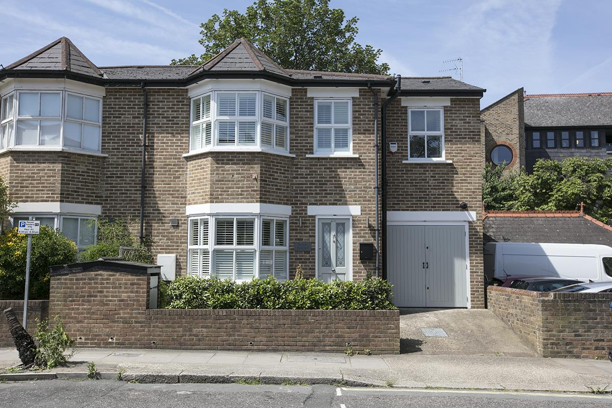 House - Semi-Detached Sale Agreed in Crofton Road, SE5 337 view1