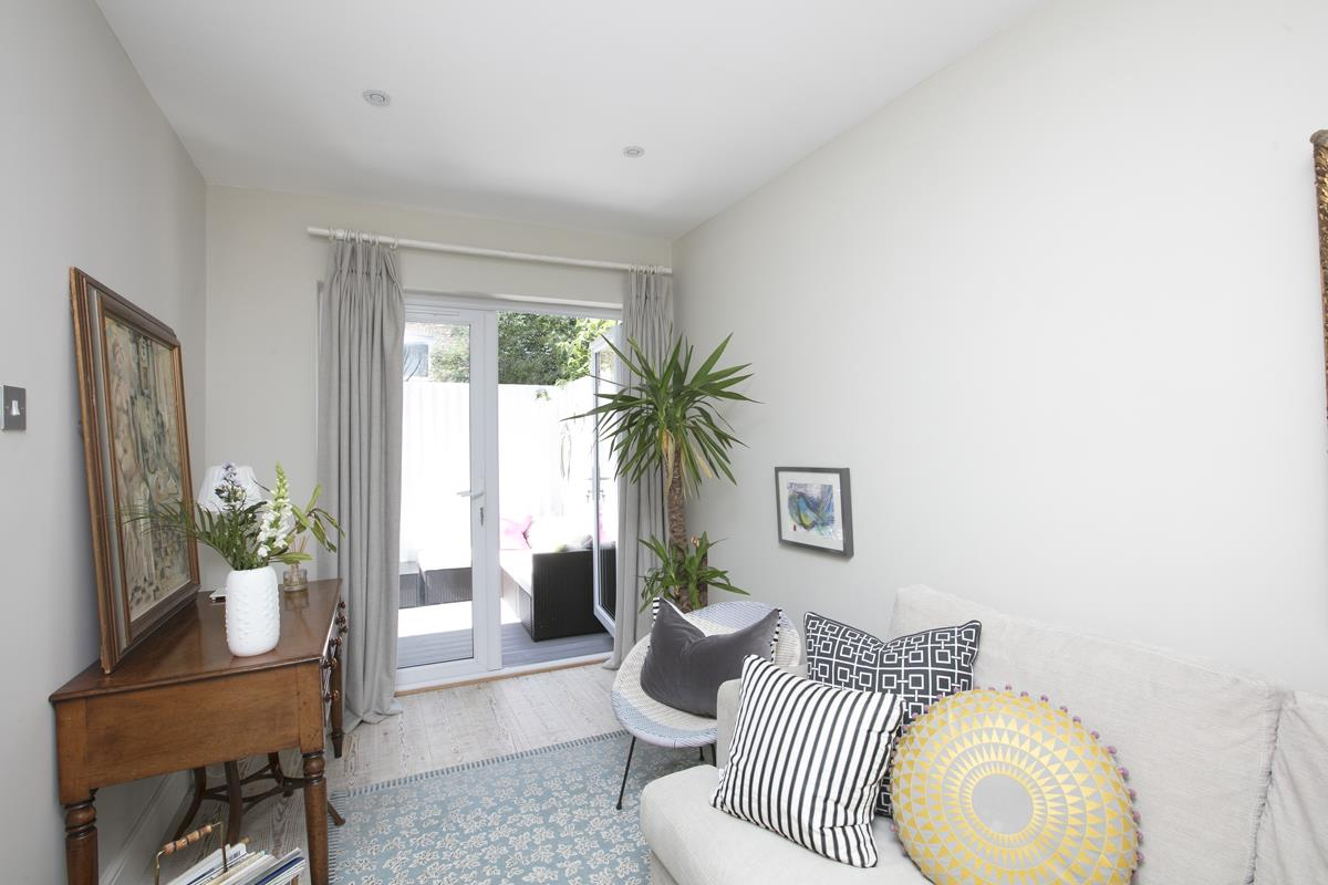 House - Semi-Detached Sale Agreed in Crofton Road, SE5 337 view8