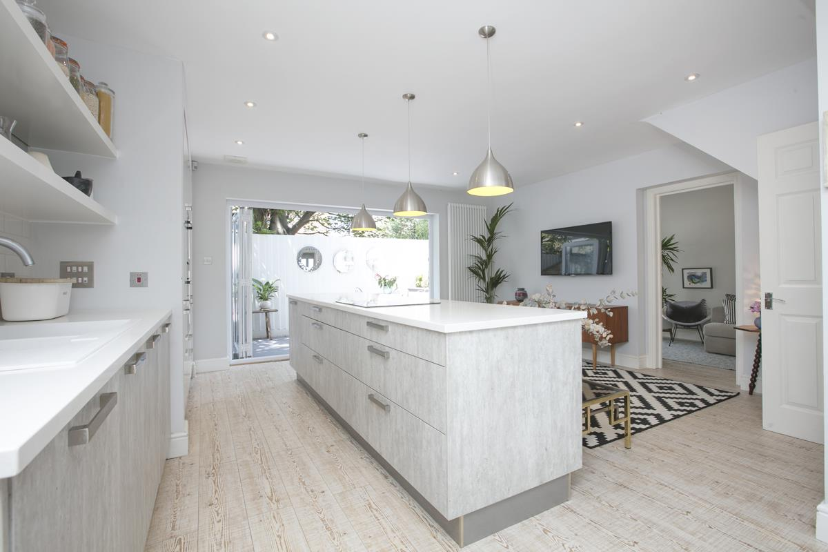 House - Semi-Detached Sale Agreed in Crofton Road, SE5 337 view5
