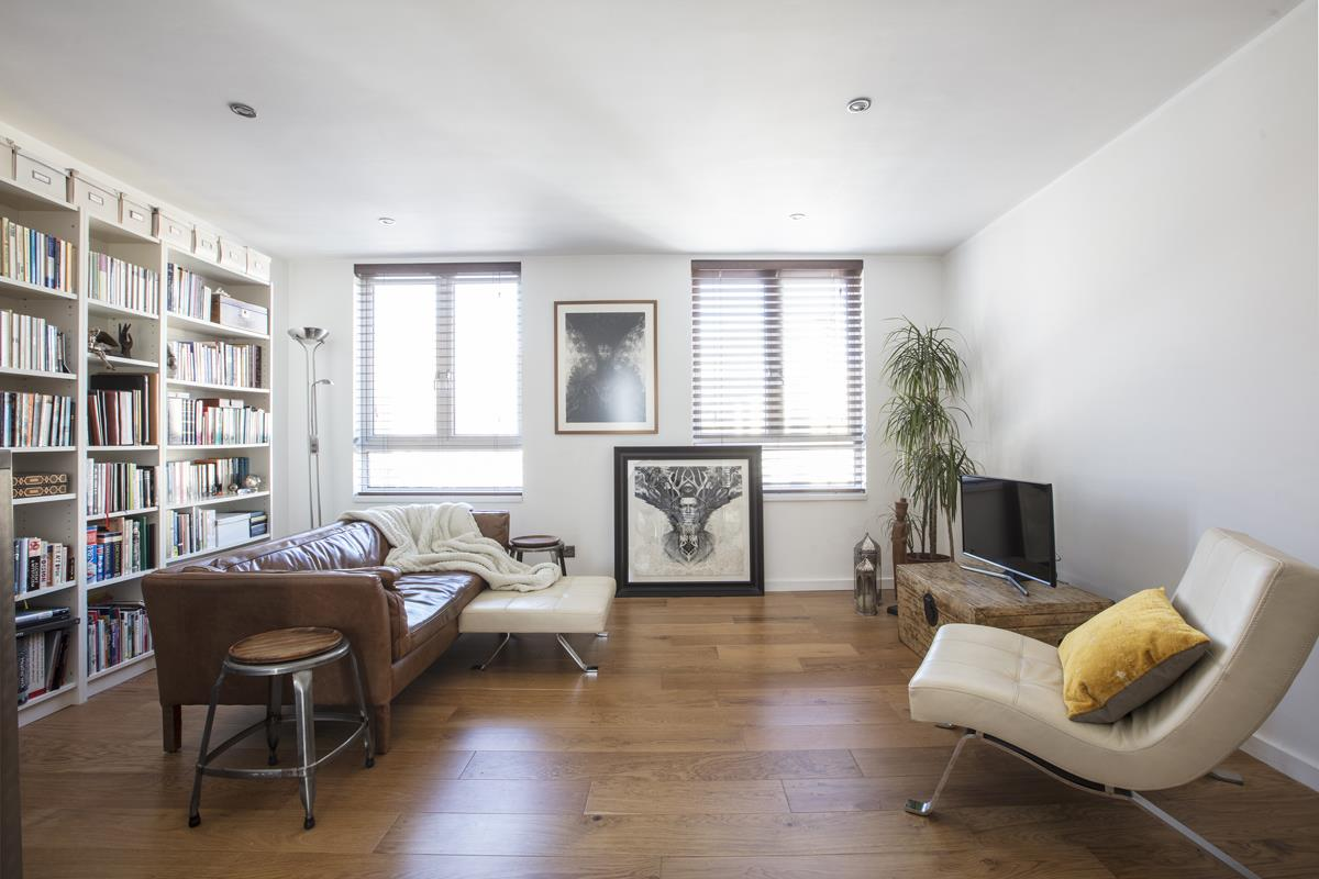 House - End Terrace Sale Agreed in Cromwell Road, SW9 316 view3