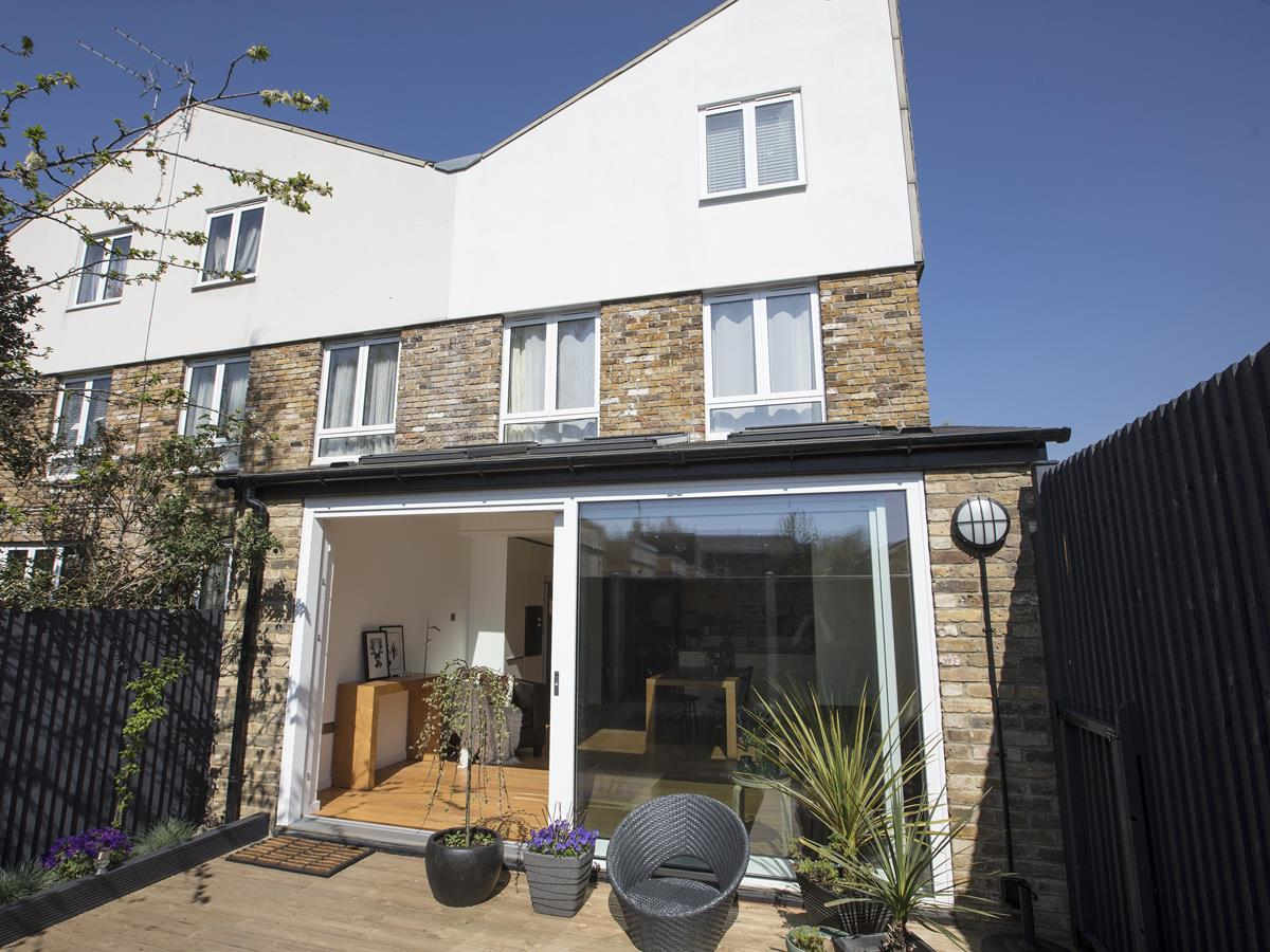 House - End Terrace Sale Agreed in Cromwell Road, SW9 316 view1