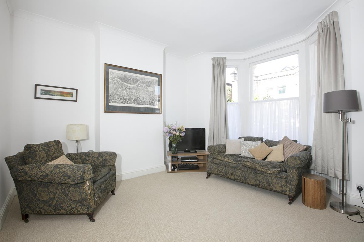 House - Terraced For Sale in Danby Street, SE15 195 view2