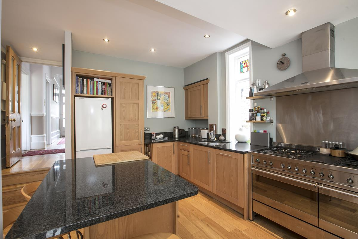 House - Semi-Detached For Sale in Earlsthorpe Road, SE26 367 view6