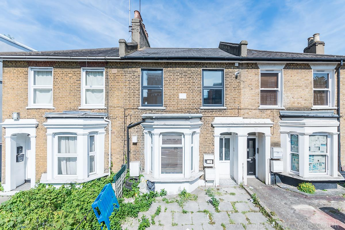Flat - Conversion Sale Agreed in Gordon Road, London SE15 16 view1