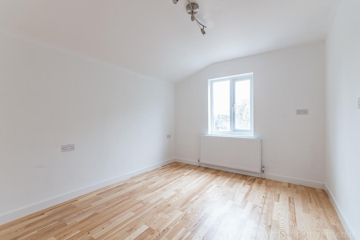 Flat - Conversion Sale Agreed in Gordon Road, London SE15 16 view11