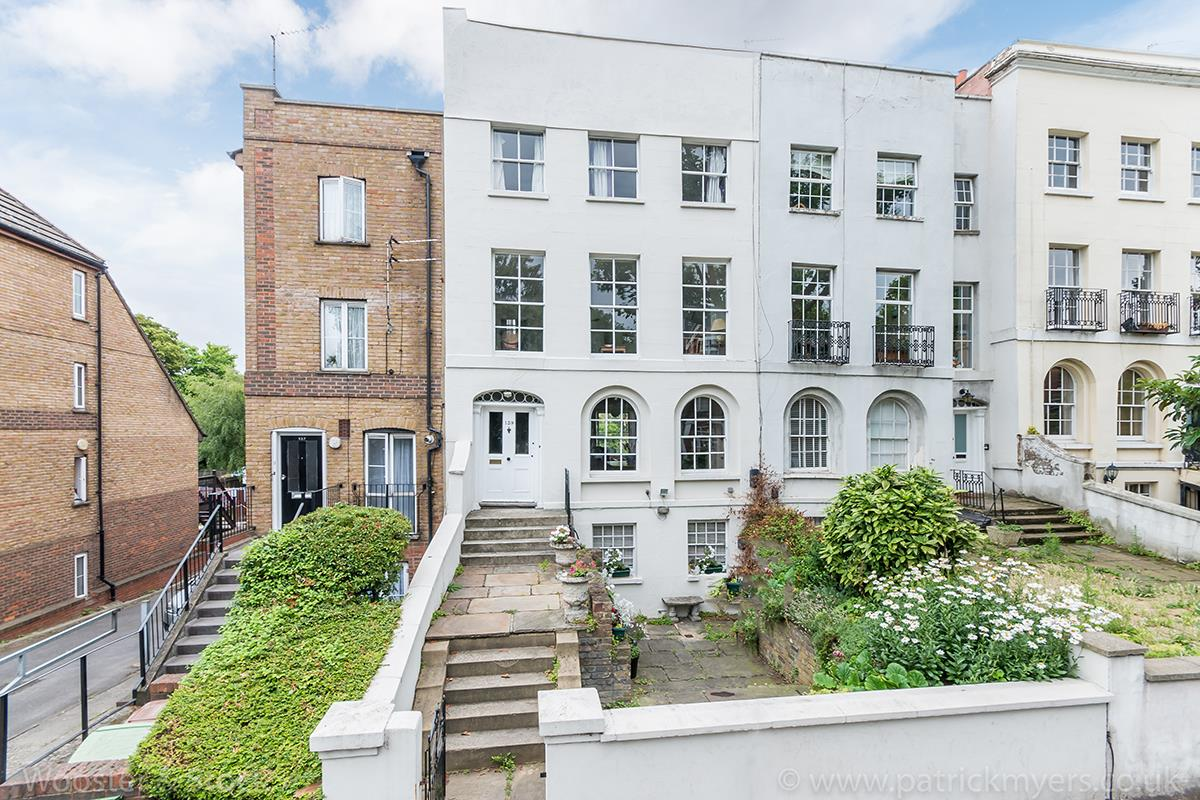 House - Terraced Sold in Grove Lane, SE5 121 view1
