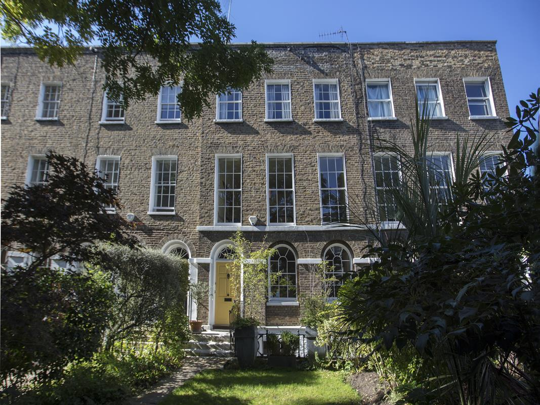 House - Terraced For Sale in Grove Lane, SE5 259 view1