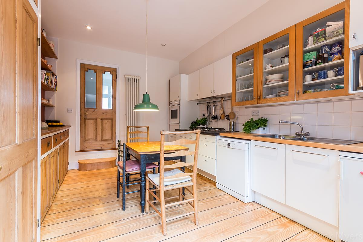 House - Semi-Detached Sale Agreed in Grove Park, SE5 268 view12
