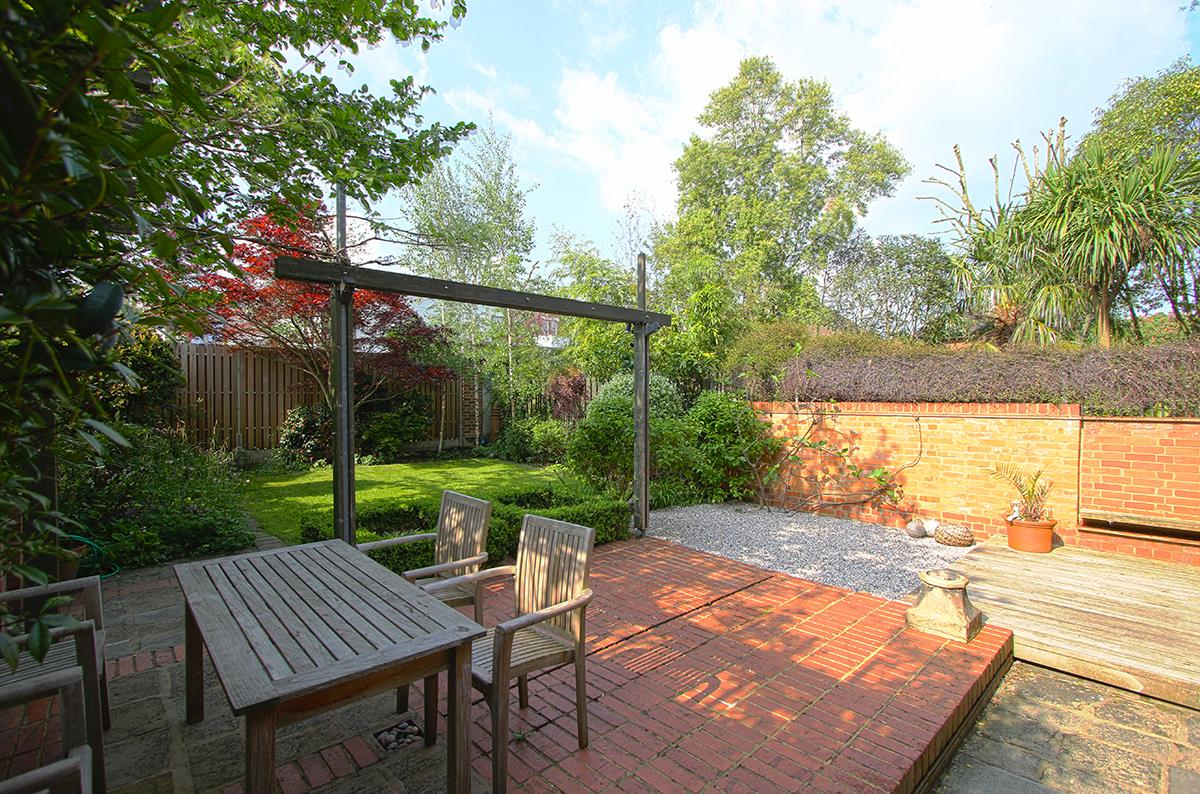 House - Semi-Detached Sale Agreed in Grove Park, SE5 268 view30
