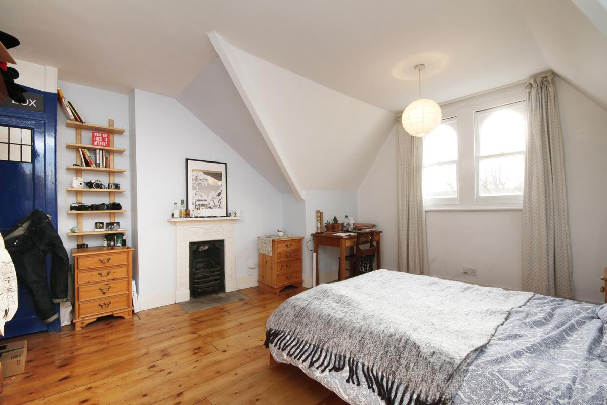 House - Semi-Detached Sale Agreed in Grove Park, SE5 268 view23