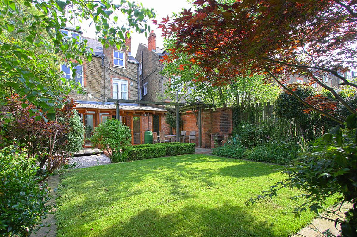 House - Semi-Detached Sale Agreed in Grove Park, SE5 268 view2