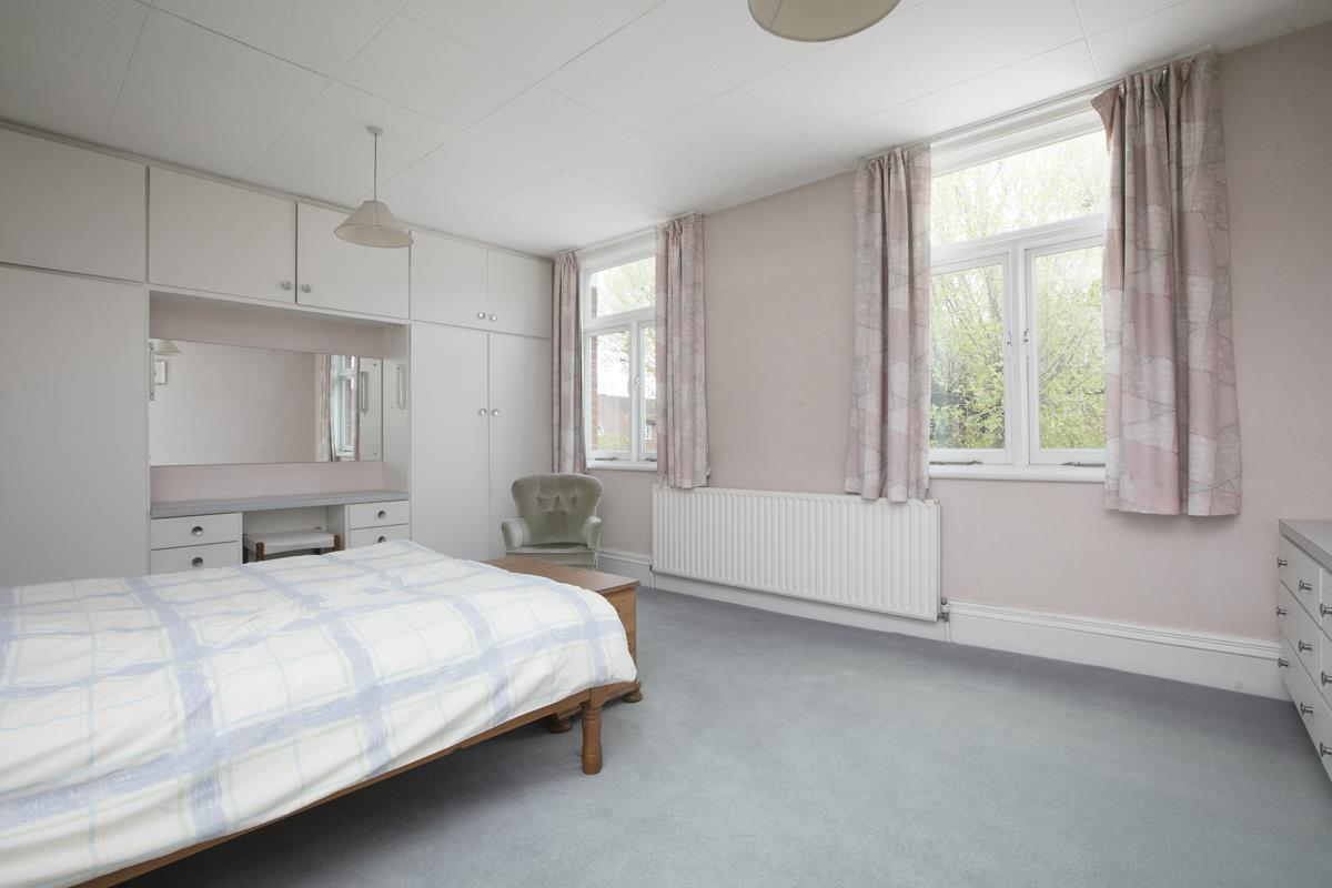 House - Semi-Detached For Sale in Grove Park, SE5 317 view19