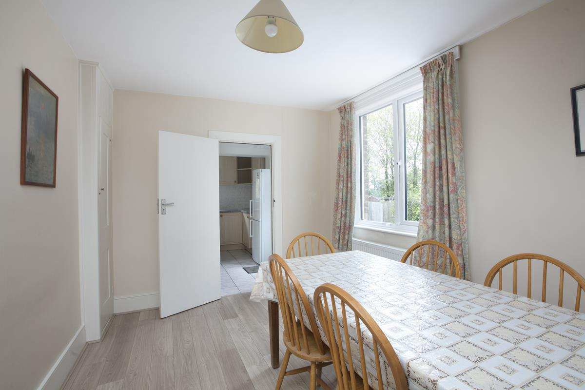House - Semi-Detached For Sale in Grove Park, SE5 317 view11
