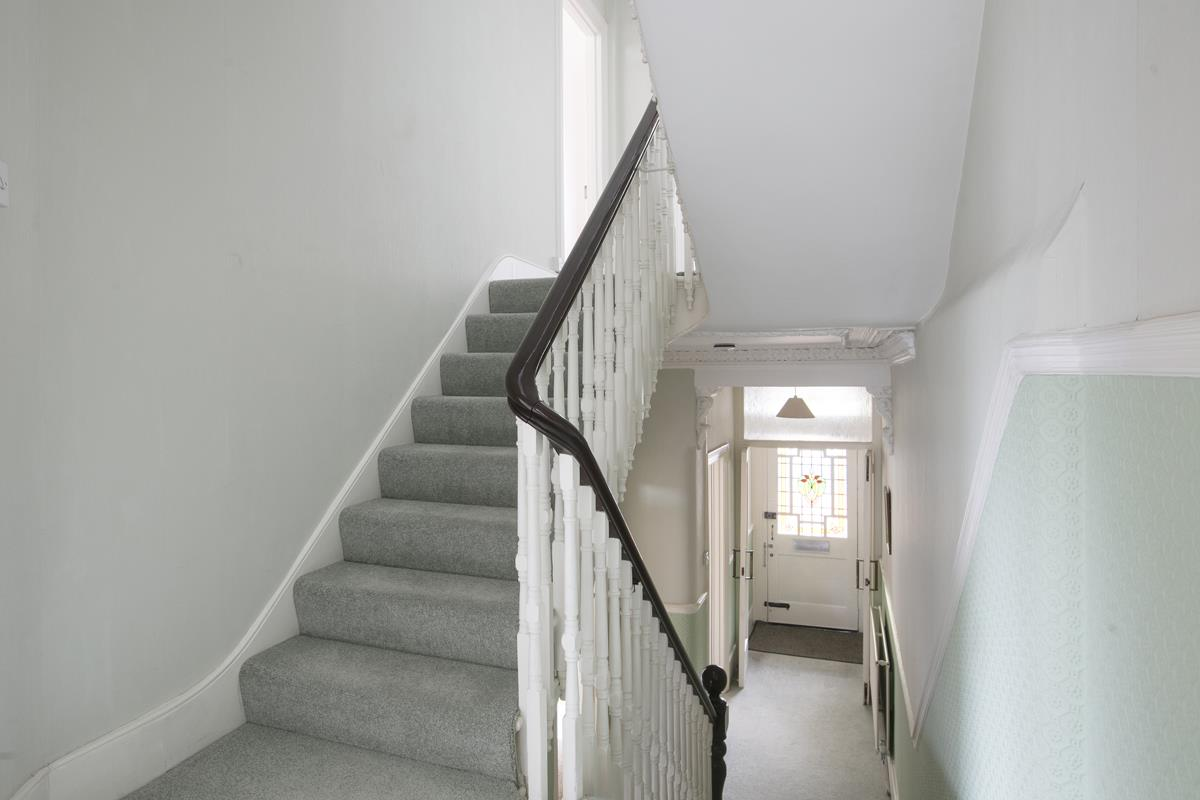 House - Semi-Detached For Sale in Grove Park, SE5 317 view17
