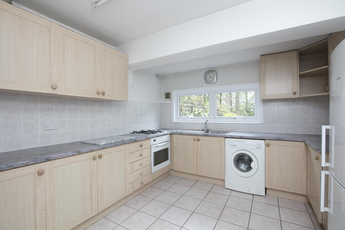 House - Semi-Detached For Sale in Grove Park, SE5 317 view12