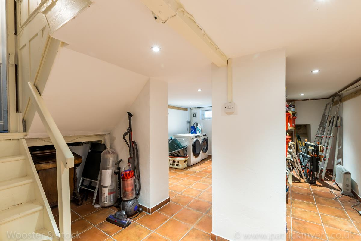 House - Semi-Detached Sale Agreed in Grove Park, SE5 333 view17
