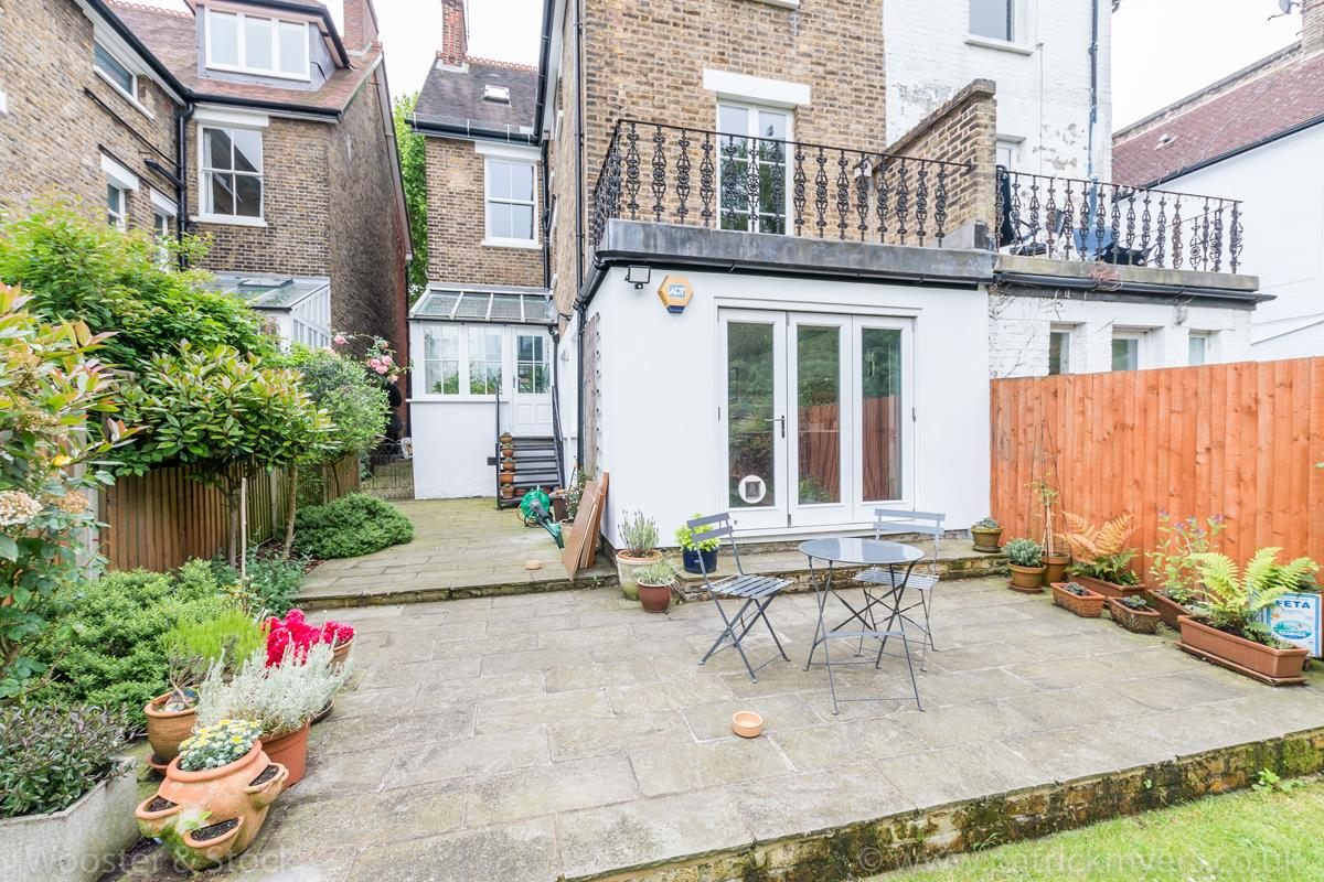 House - Semi-Detached Sale Agreed in Grove Park, SE5 333 view7