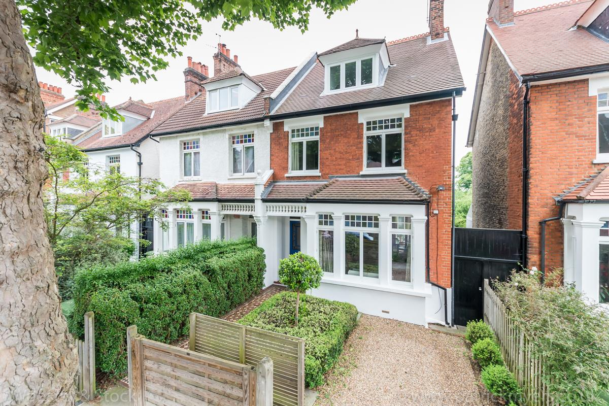 House - Semi-Detached Sale Agreed in Grove Park, SE5 333 view1
