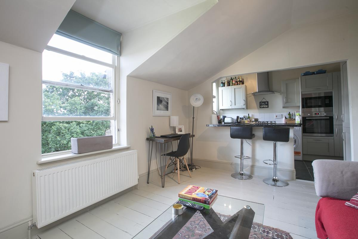 Flat - Conversion For Sale in Grove Park, SE5 336 view3