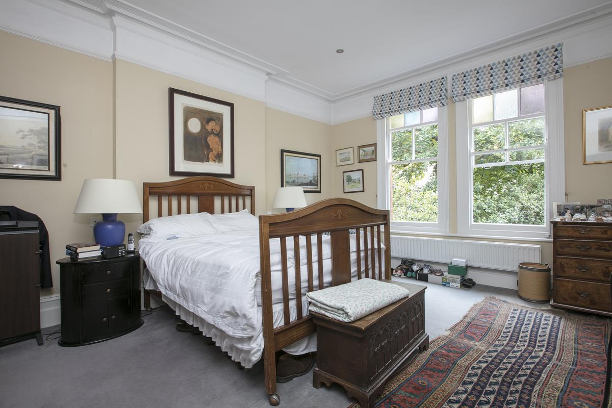 House - Detached For Sale in Grove Park, SE5 356 view12
