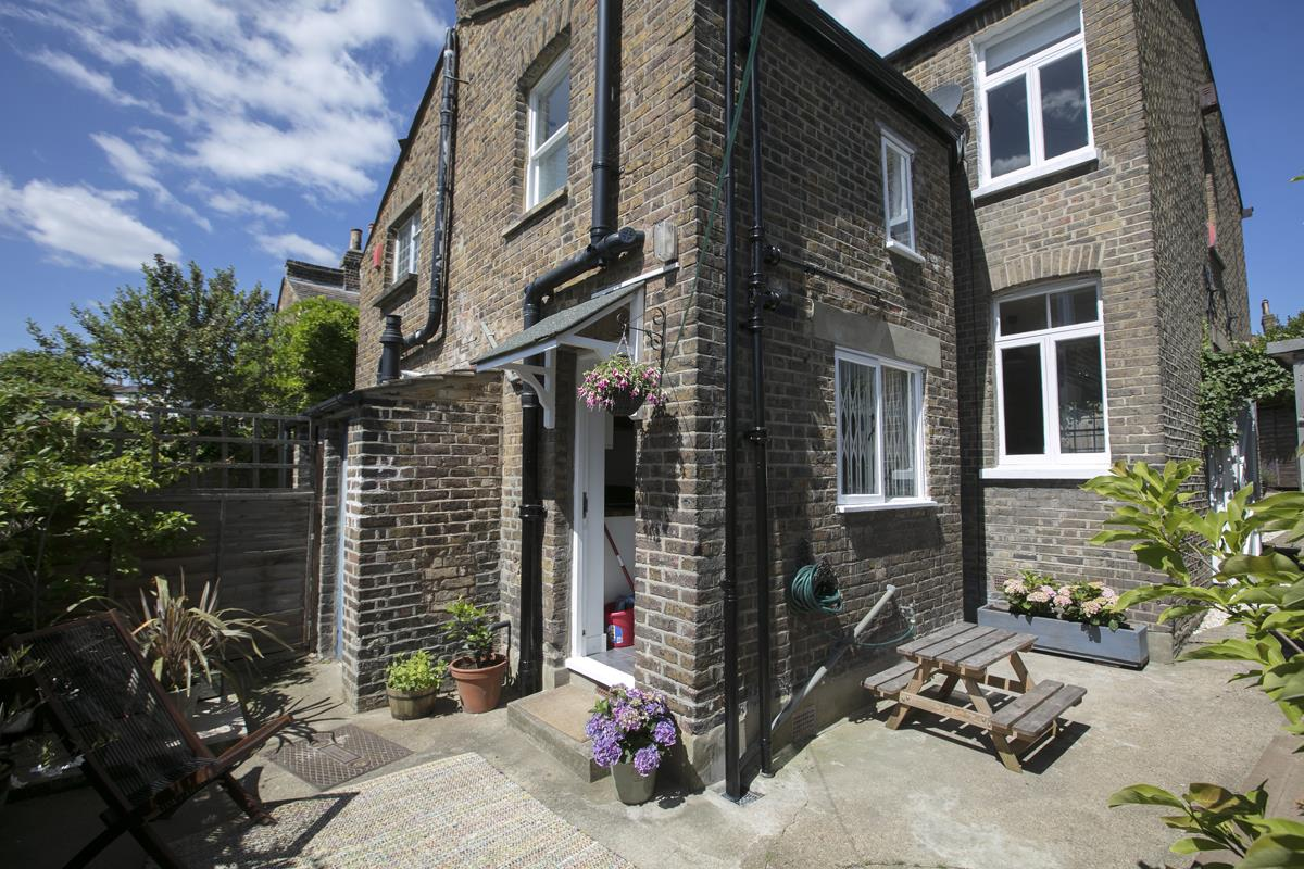 House - Semi-Detached For Sale in Halifax Street, SE26 350 view33