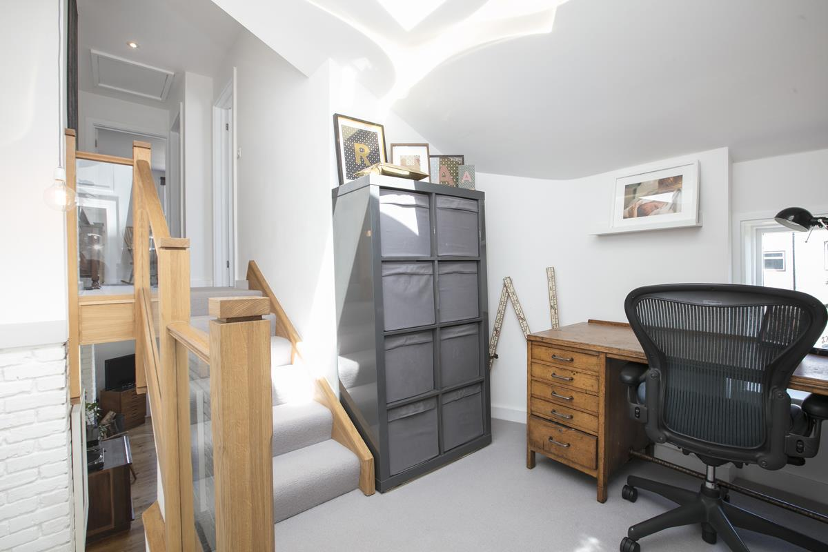 House - Semi-Detached For Sale in Halifax Street, SE26 350 view17