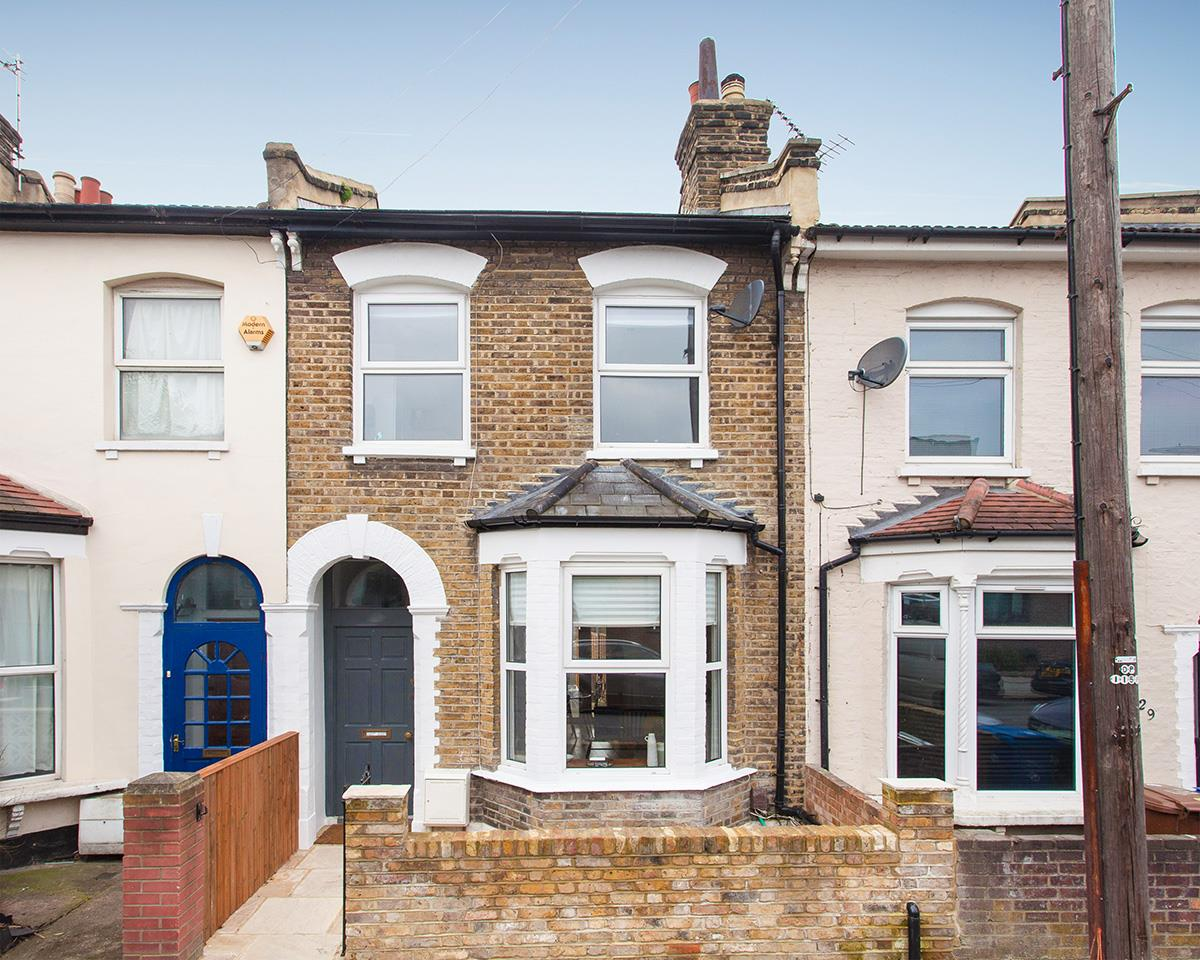 House - Terraced For Sale in Hollydale Road, SE15 340 view1