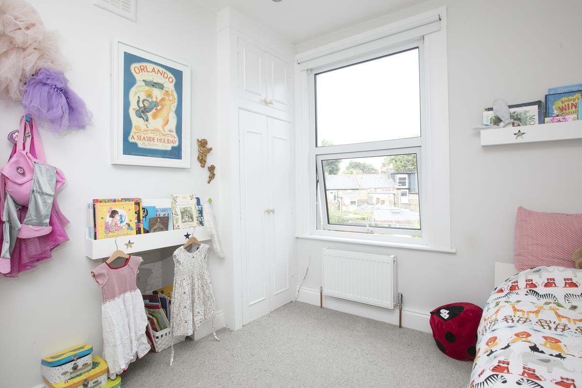 House - Terraced For Sale in Howbury Road, SE15 366 view13