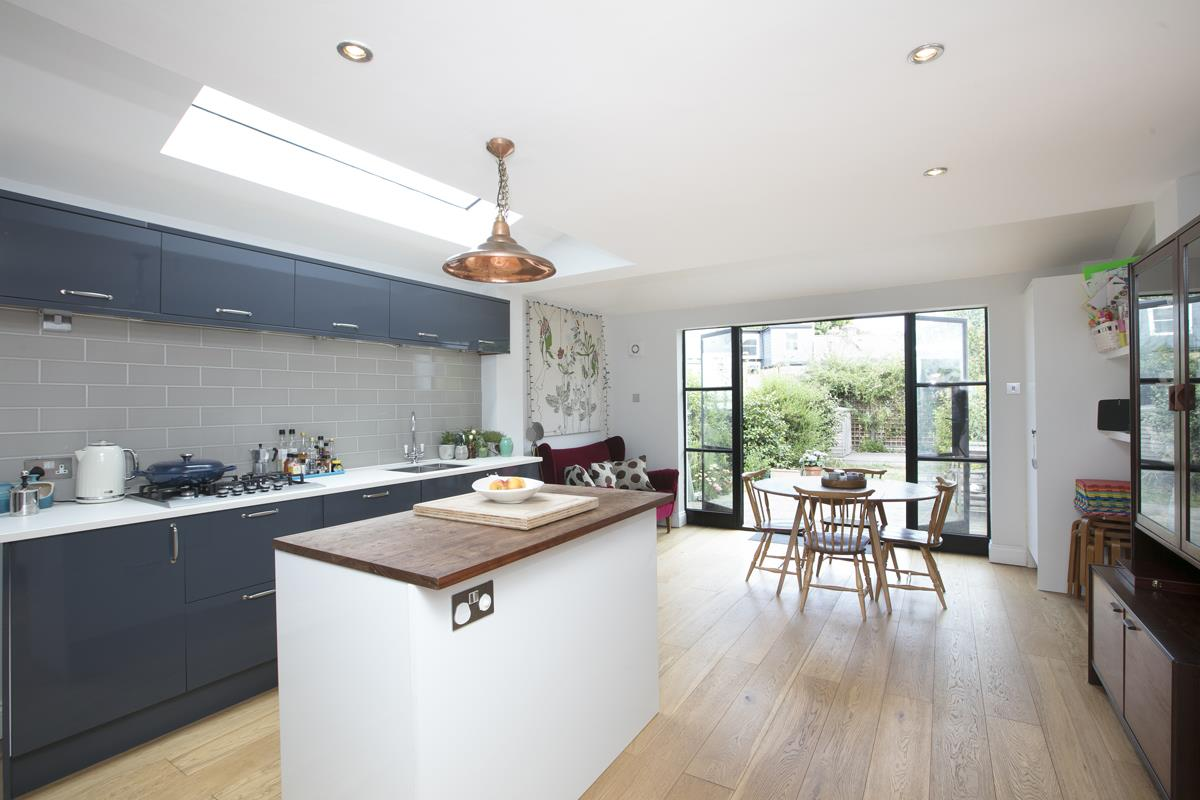 House - Terraced For Sale in Howbury Road, SE15 366 view1