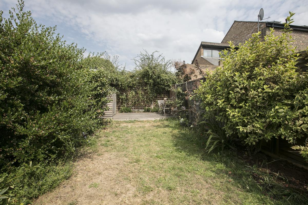 House - Terraced For Sale in Howbury Road, SE15 366 view16