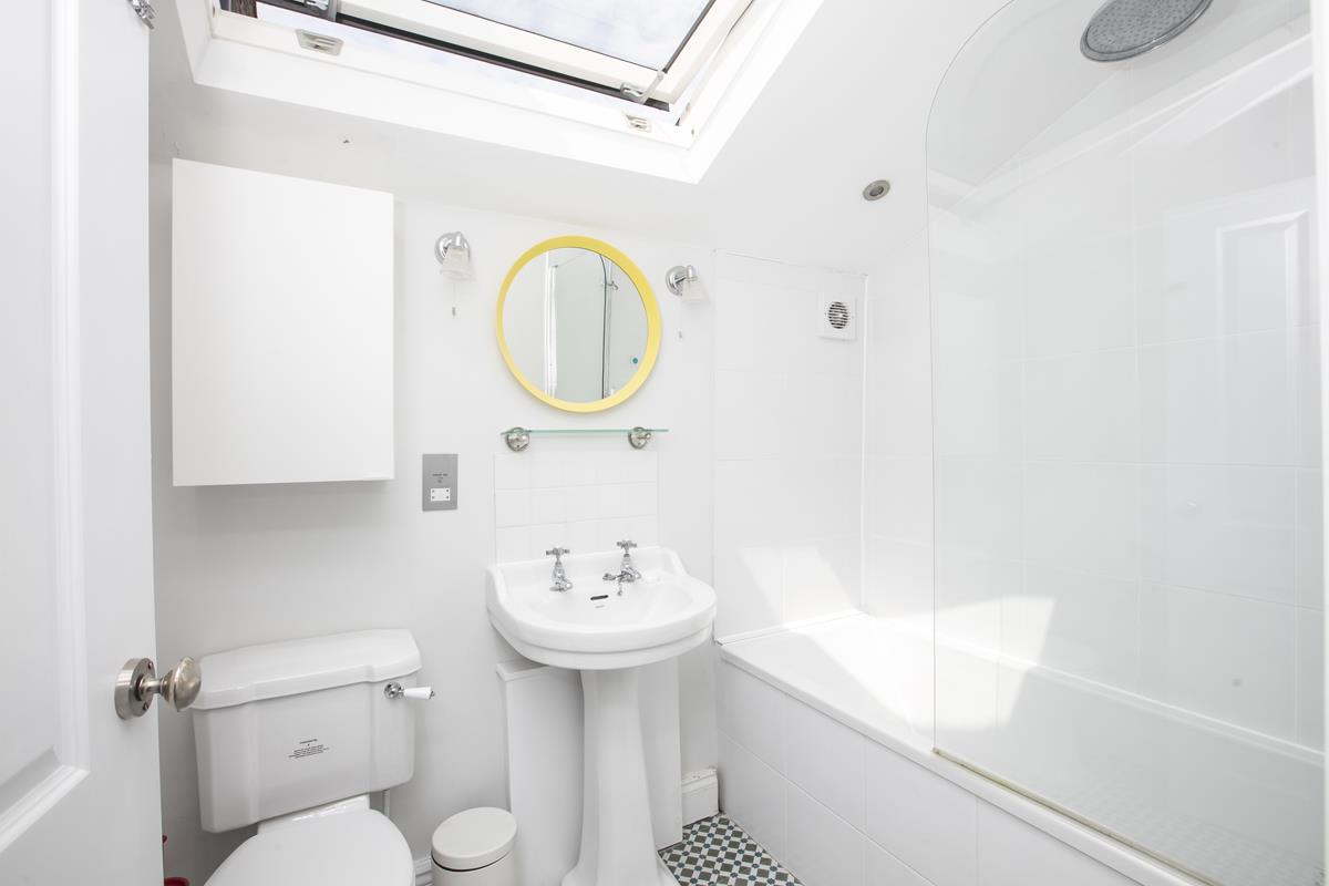 House - Terraced For Sale in Howbury Road, SE15 366 view14