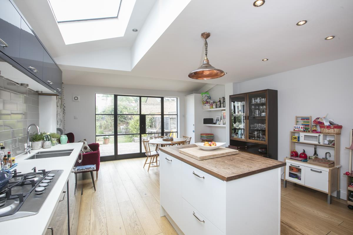 House - Terraced For Sale in Howbury Road, SE15 366 view6