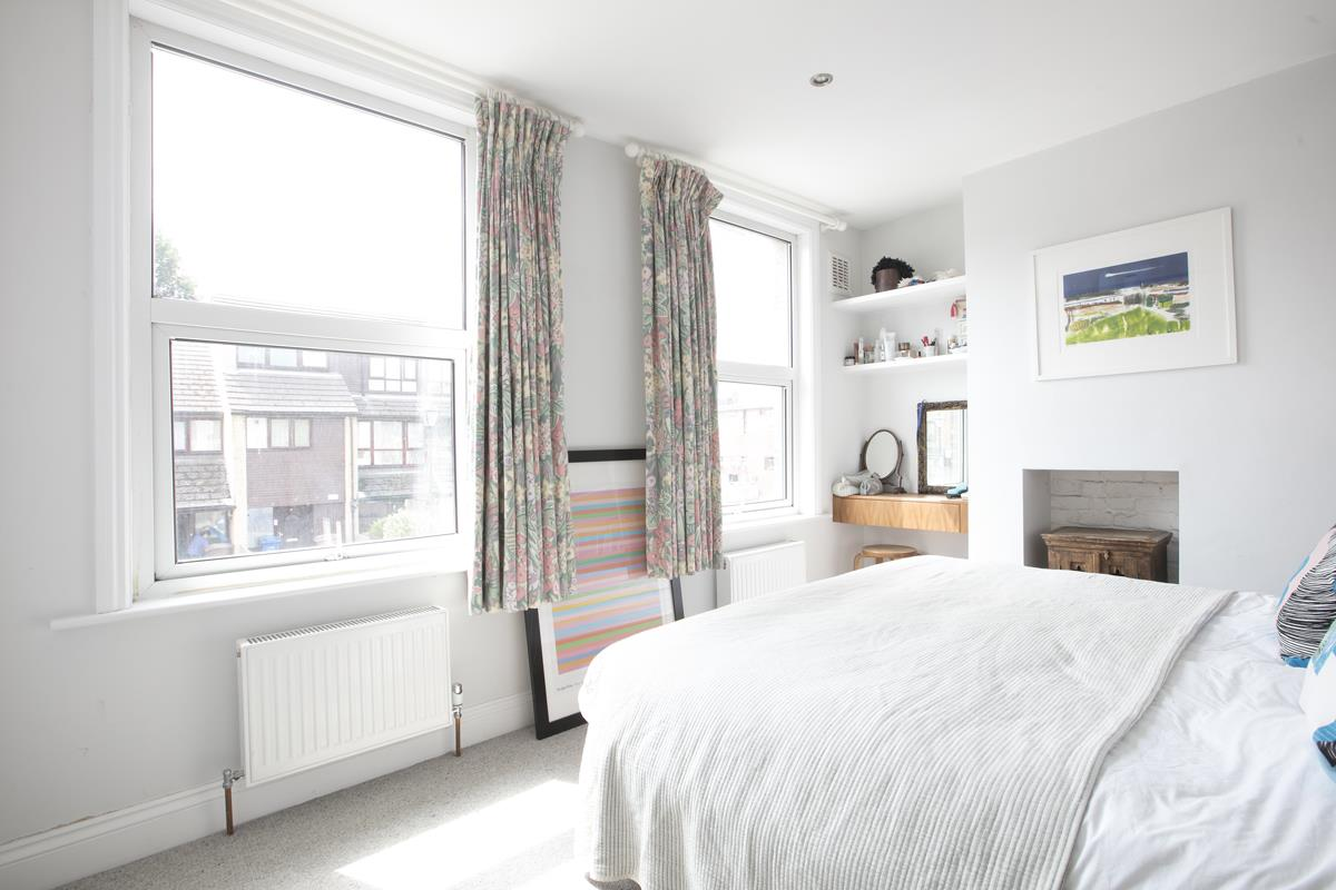 House - Terraced For Sale in Howbury Road, SE15 366 view12