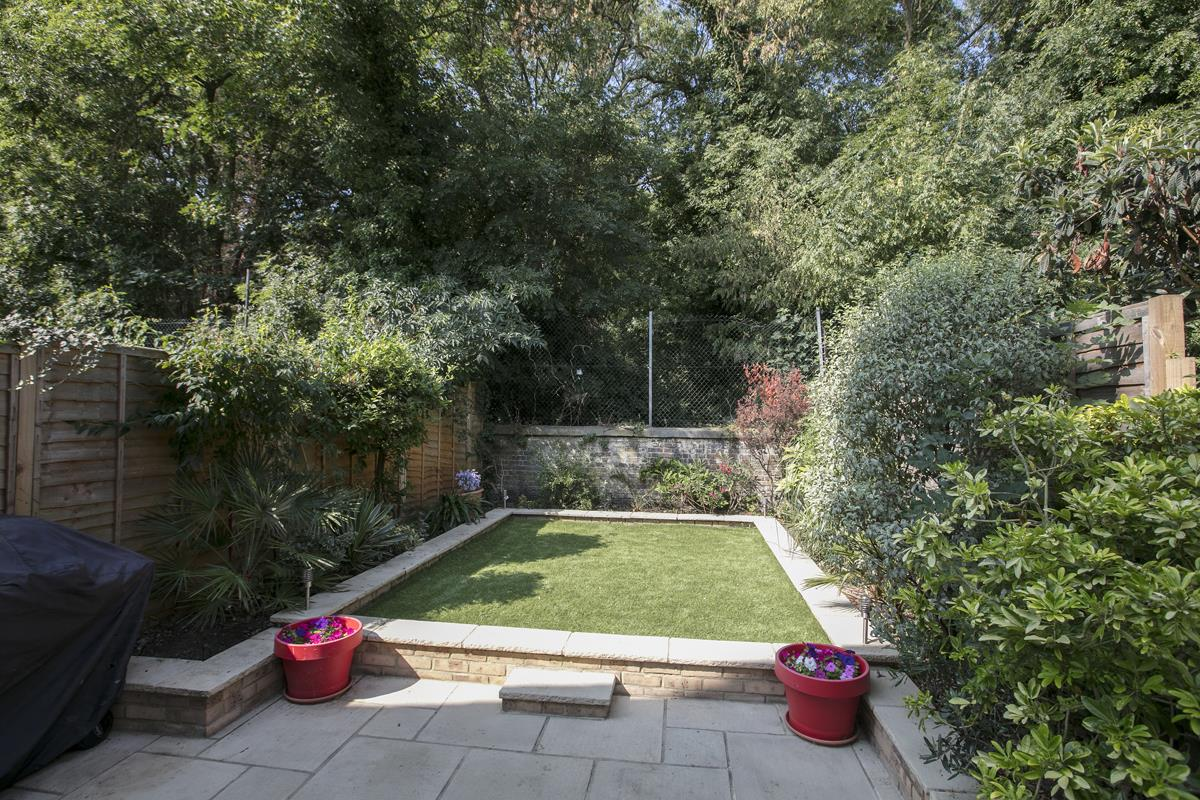 House - Terraced For Sale in Ivydale Road, SE15 365 view3