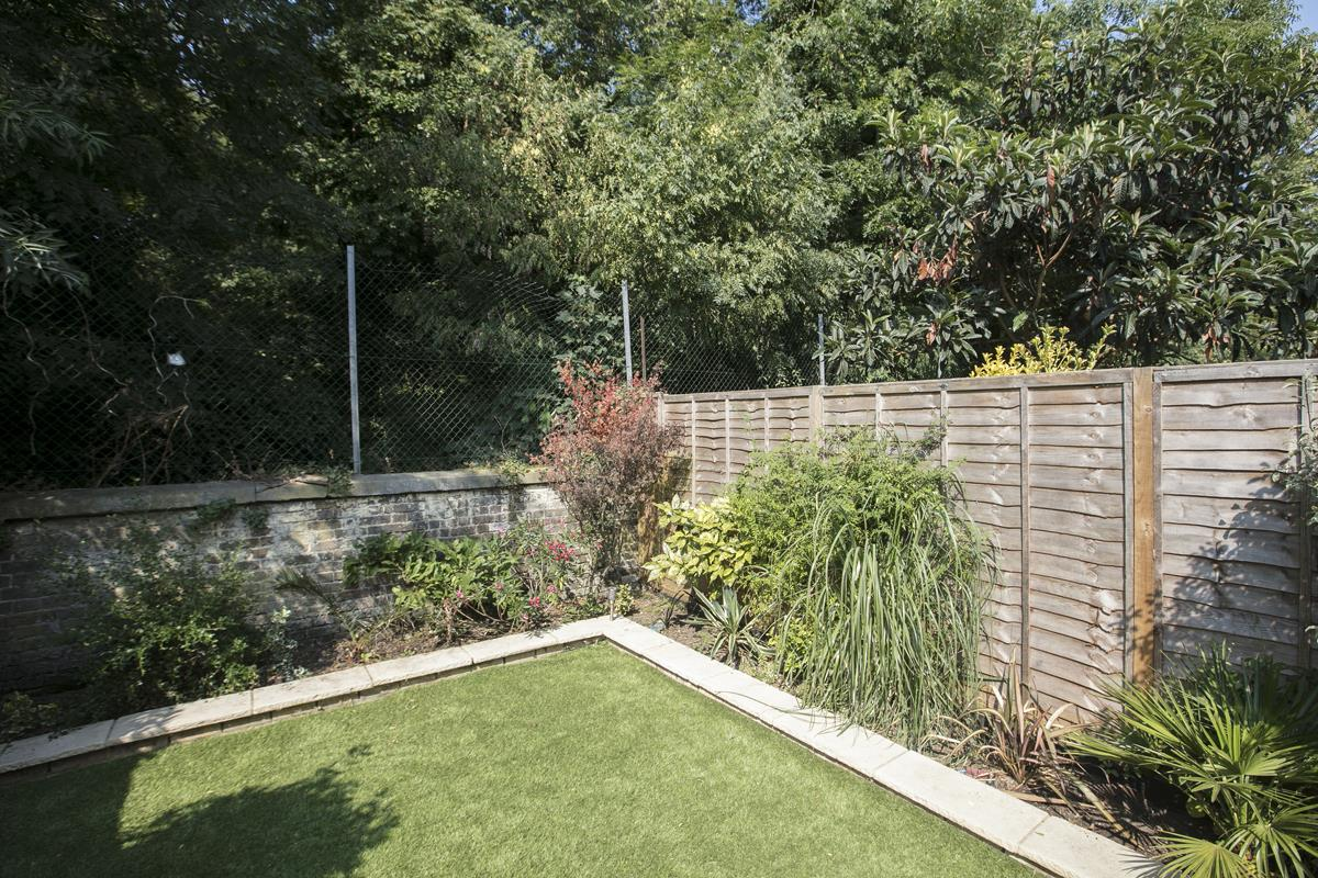 House - Terraced For Sale in Ivydale Road, SE15 365 view10