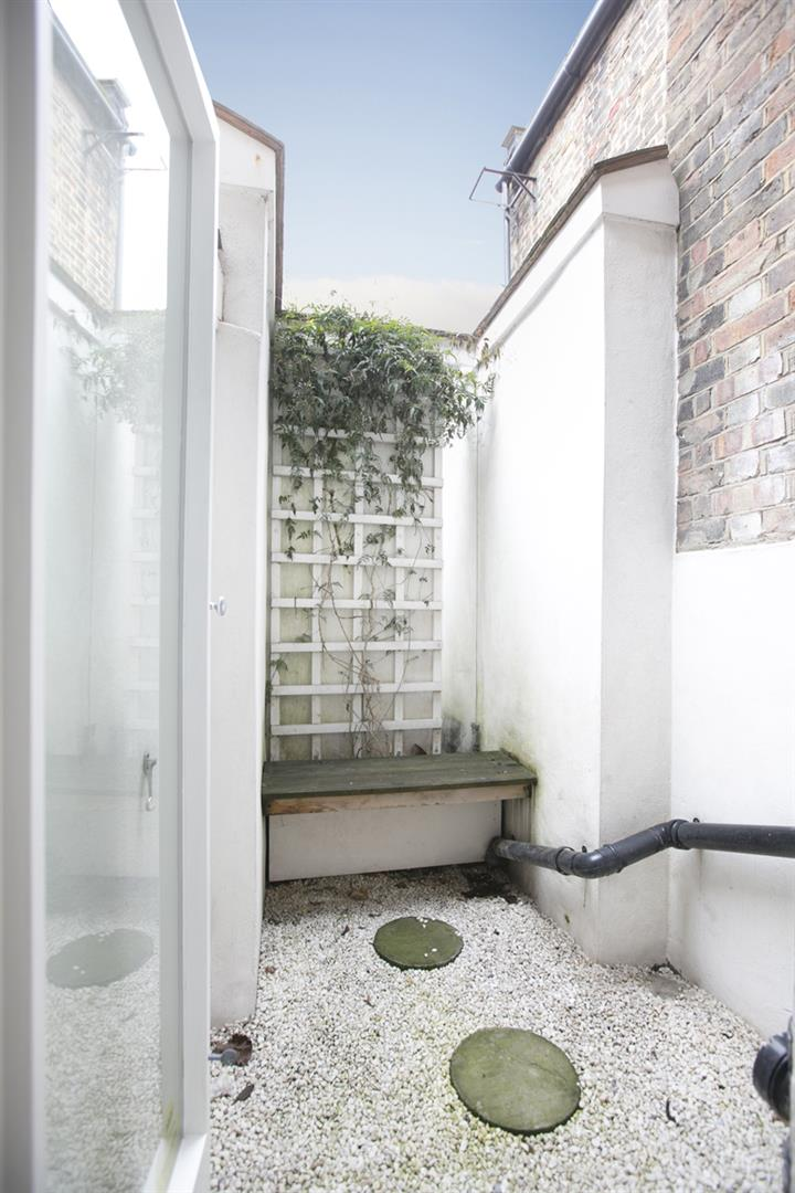 House - Terraced Sold in New Church Road, SE5 301 view3