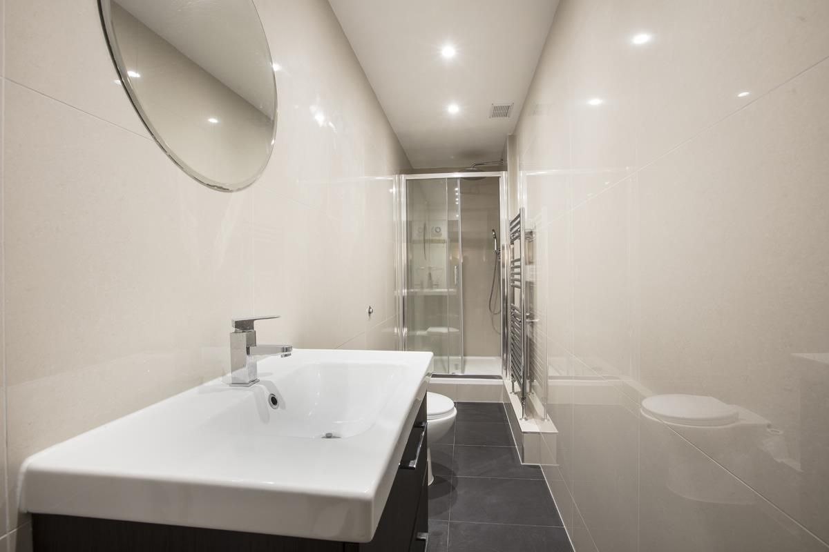 Flat - Conversion For Sale in Regal Row, SE15 363 view5