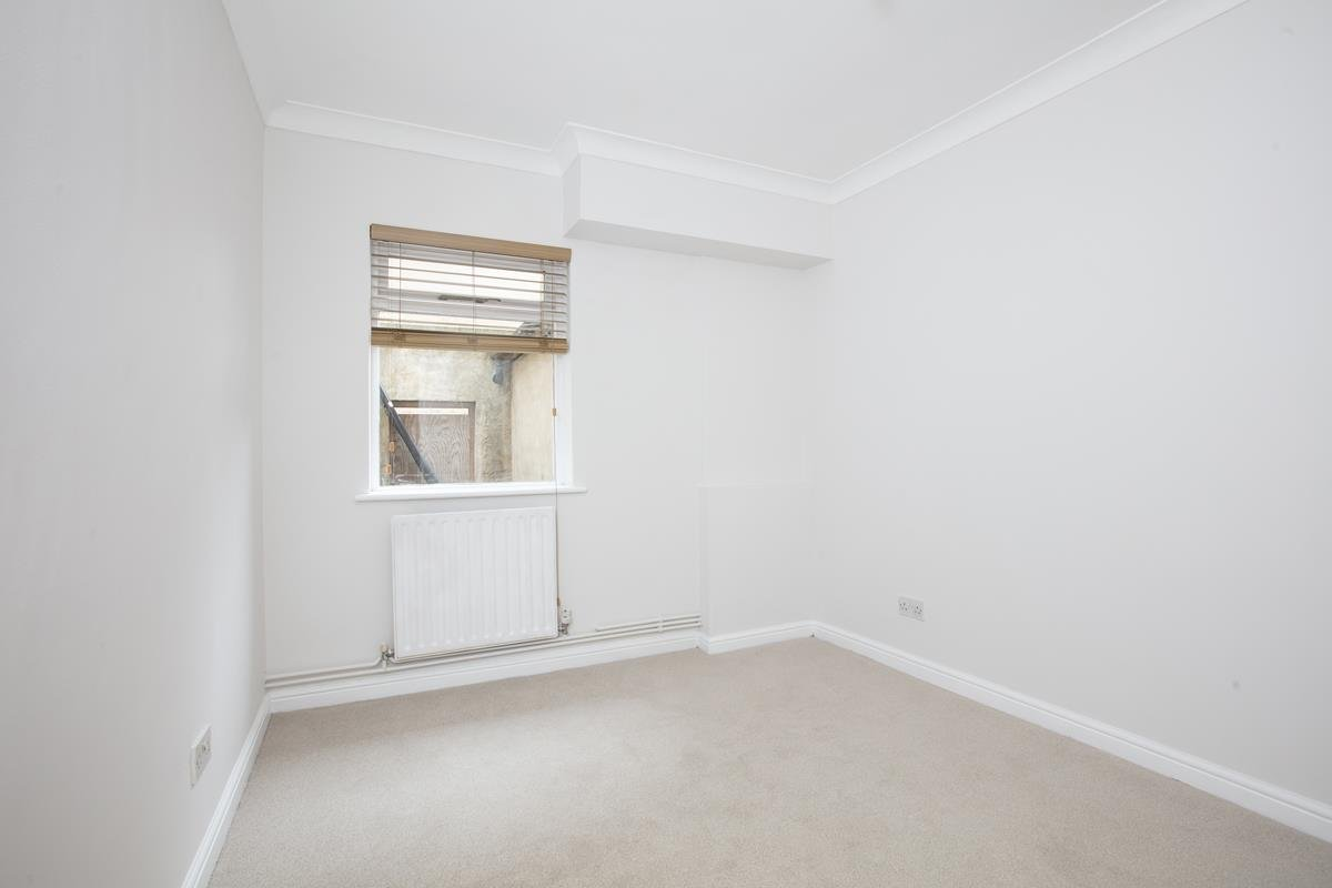 Flat - Conversion For Sale in Regal Row, SE15 363 view7
