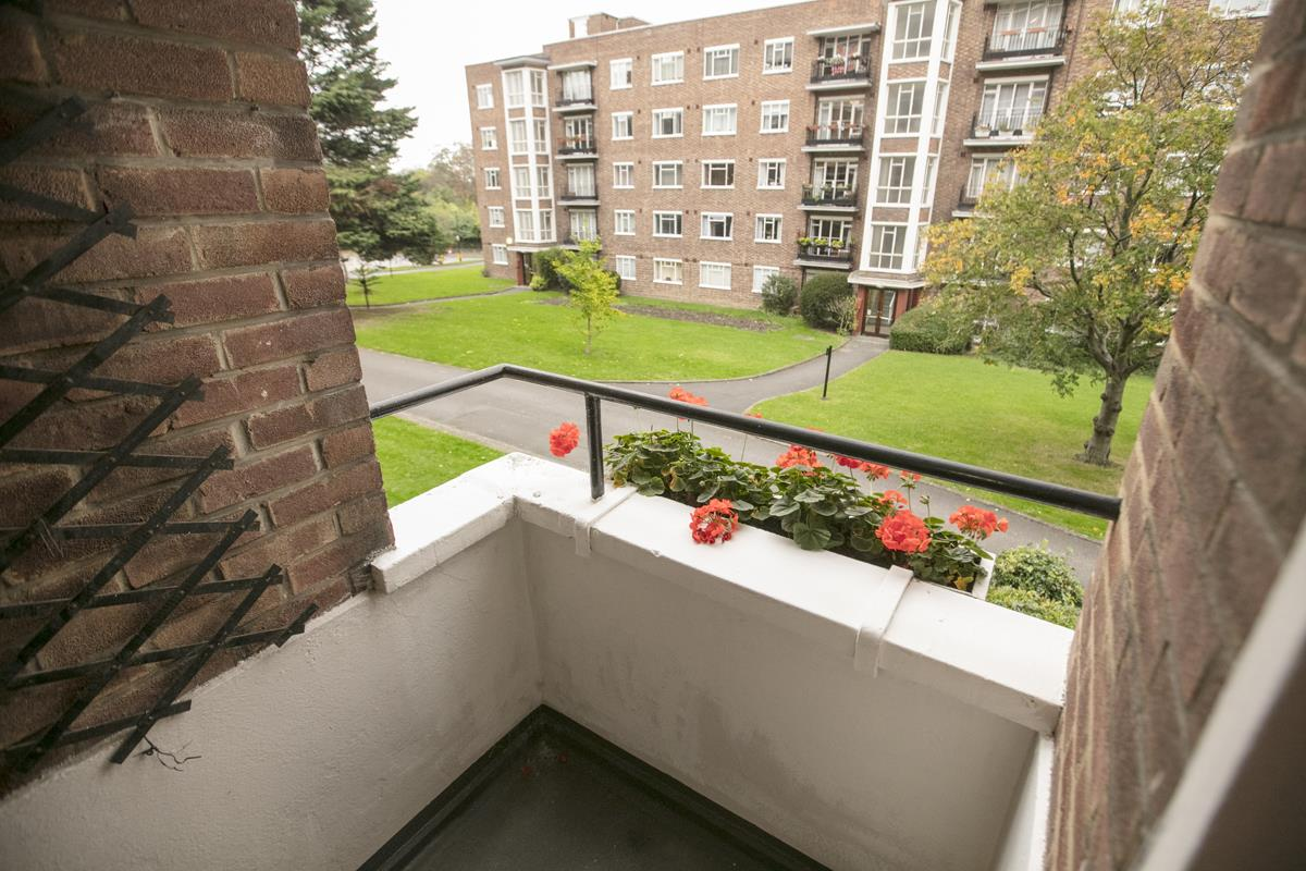Flat - Purpose Built For Sale in Ruskin Park House, Champion Hill, SE5 212 view5