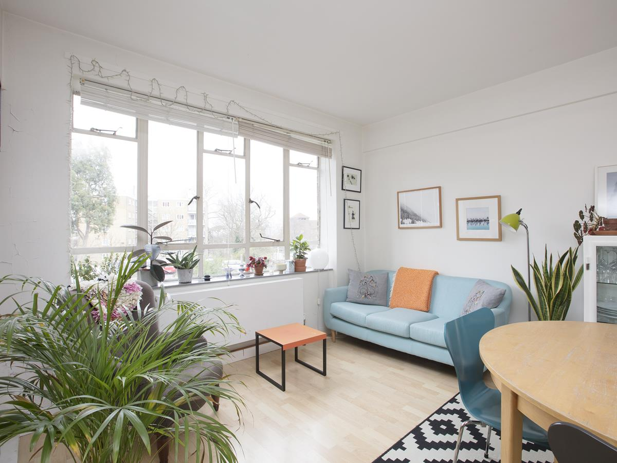 Flat - Purpose Built Sold in Ruskin Park House, Champion Hill, SE5 276 view3