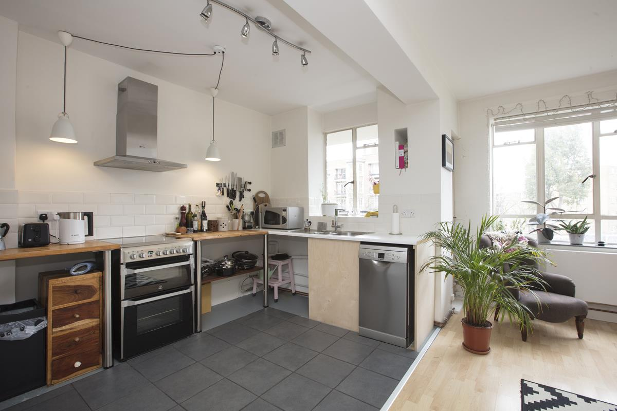Flat - Purpose Built Sold in Ruskin Park House, Champion Hill, SE5 276 view2