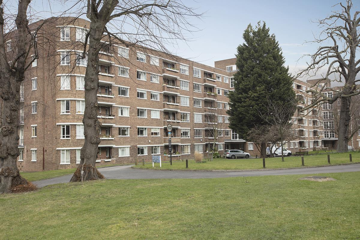Flat - Purpose Built Sold in Ruskin Park House, Champion Hill, SE5 276 view7