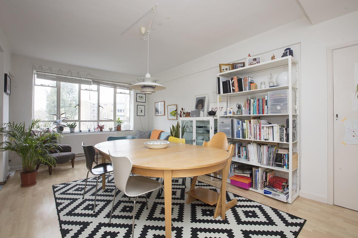 Flat - Purpose Built Sold in Ruskin Park House, Champion Hill, SE5 276 view1