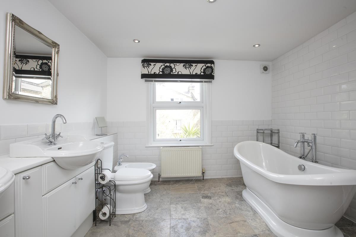 House - Terraced Sale Agreed in Shenley Road, SE5 254 view9