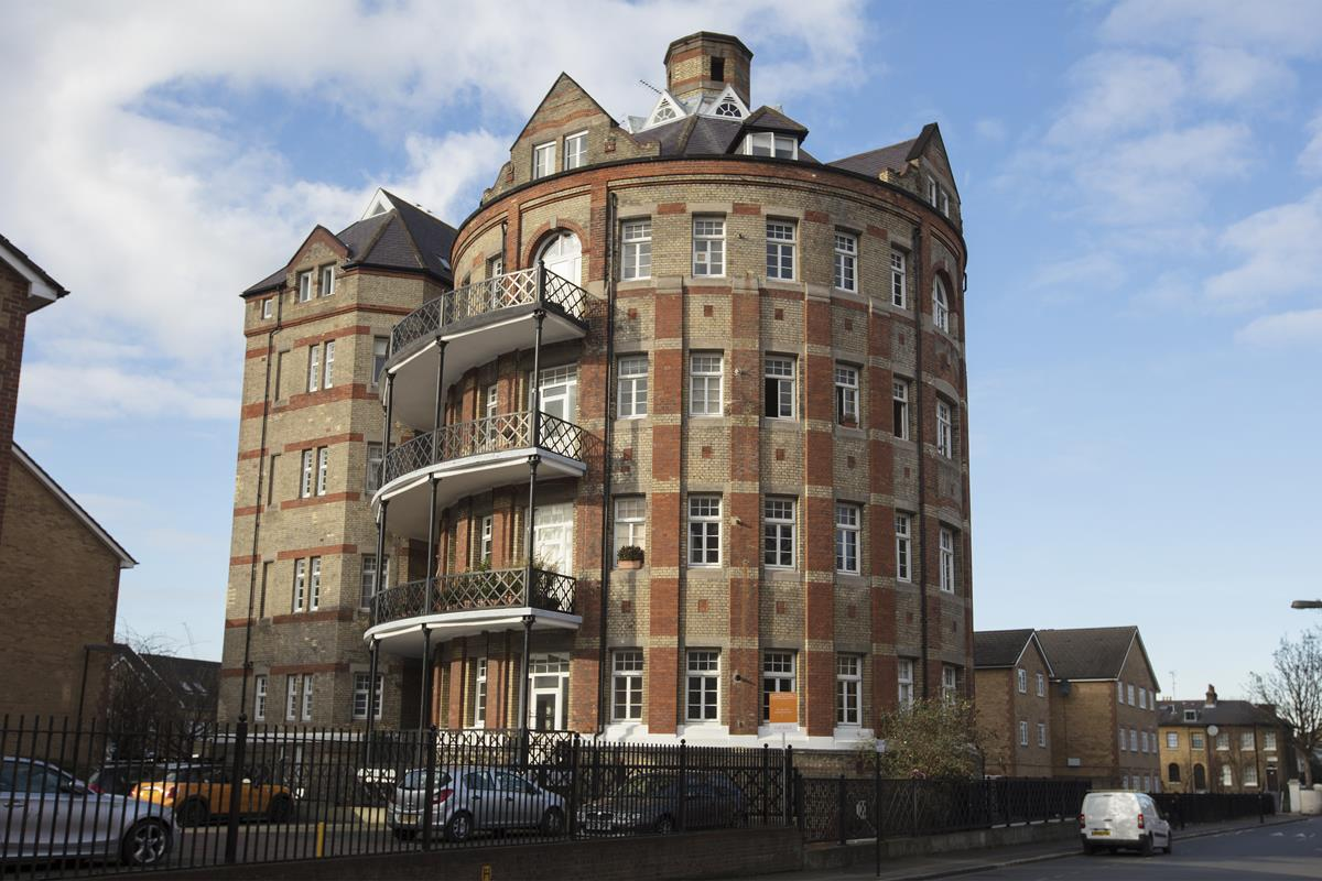 Flat - Conversion For Sale in St Giles Tower, Gables Close, SE5 261 view2