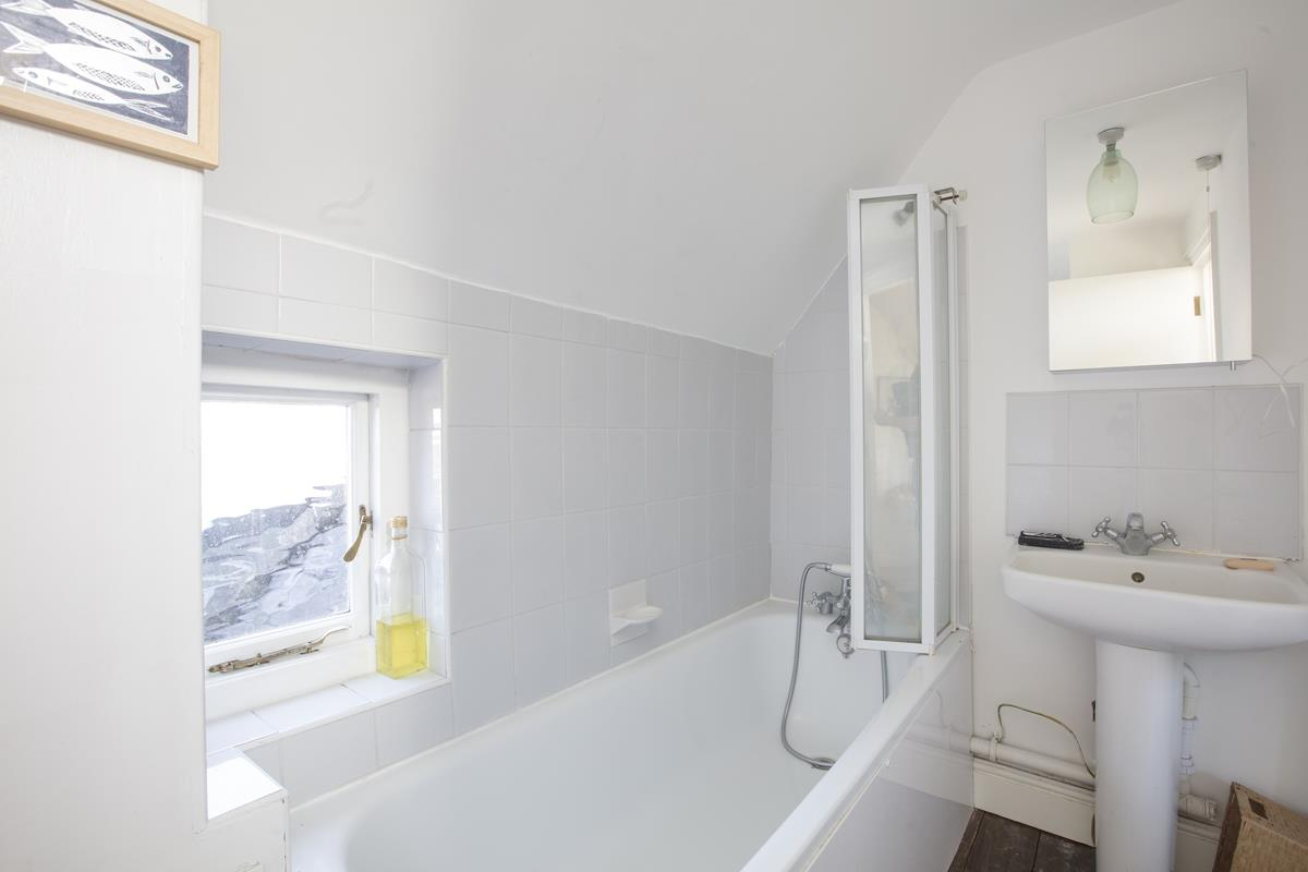 Flat - Conversion For Sale in St Giles Tower, Gables Close, SE5 261 view5