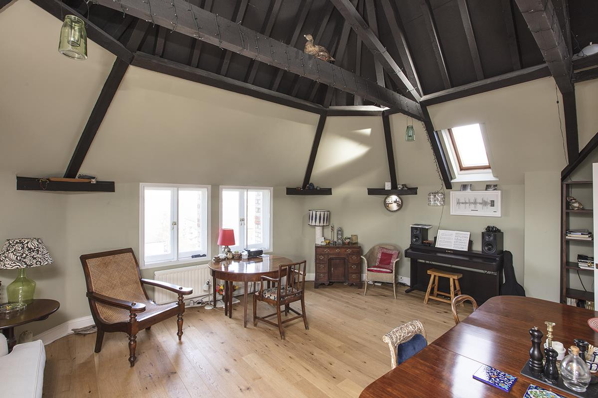 Flat - Conversion For Sale in St Giles Tower, Gables Close, SE5 261 view4