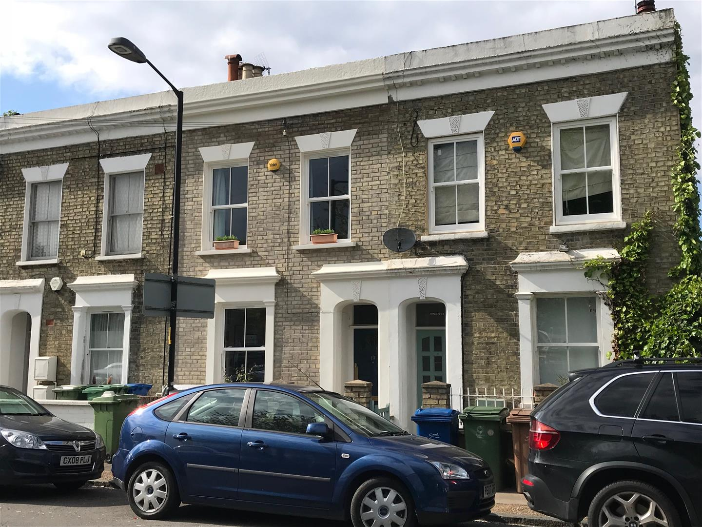 House - Terraced Sold in Sturdy Road, SE15 324 view1
